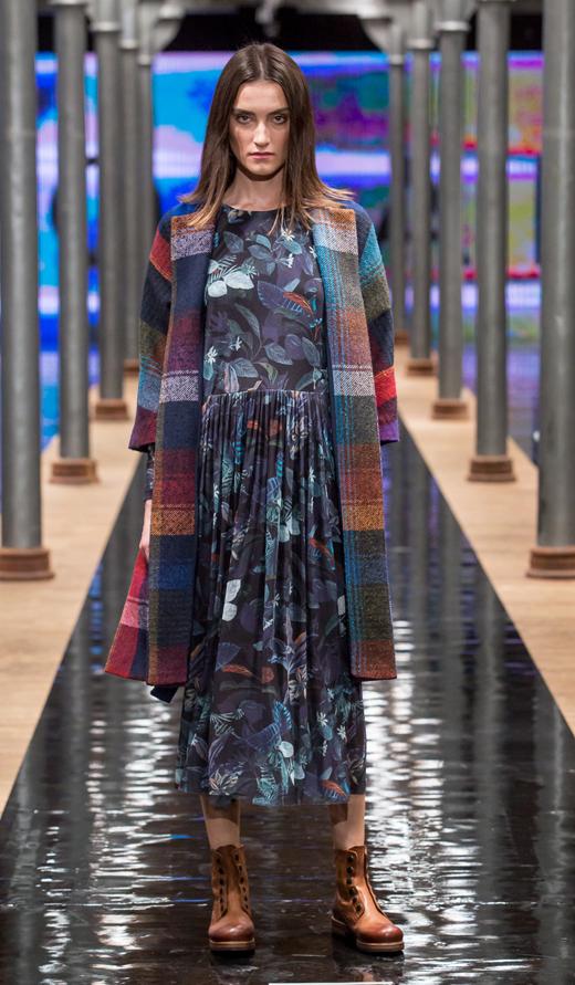 botki APIA Justyna sukienka sweter Solar