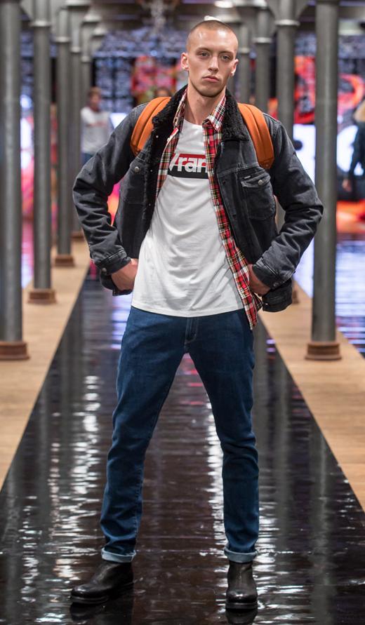 botki bikery APIA Wrangler jeans