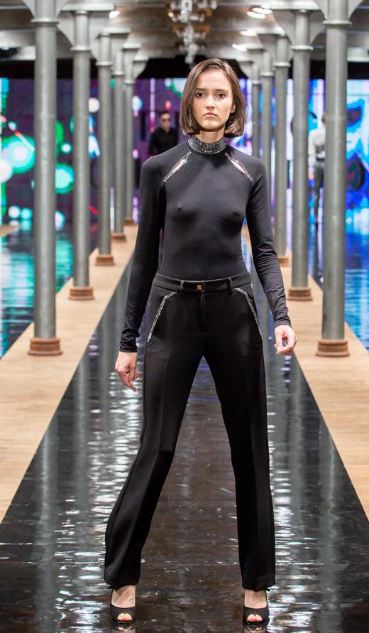 czólenka peep toe APIA look Versace