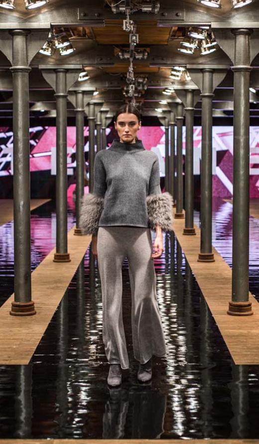 szare botki APIA Kasia sweter spodnie Stefanel